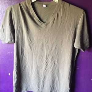 UNIQLO Small V-Neck Shirt